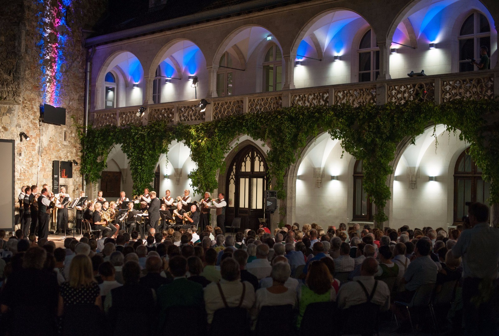 Rothschildschloss Hof_Jagdhornbläser Windhag .JPG