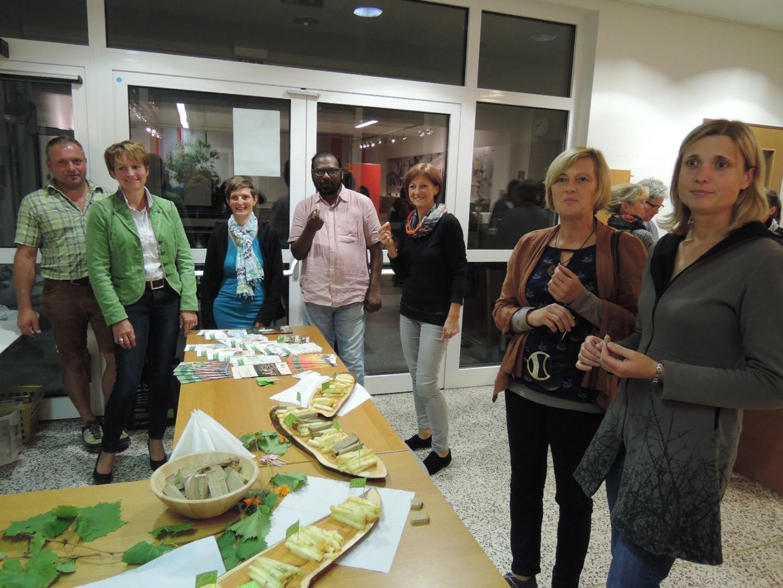 Der Biobauernverband war Mitveranstalter - daher auch eine BIOKÄSEVERKOSTUNG der Fam. Weigl aus Ybbsitz.JPG