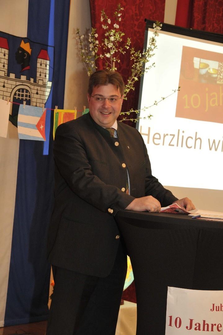 Begrüßung beim Festakt im Gemeinderatssitzungssaal durch Vizebürgermeister Wührer.JPG