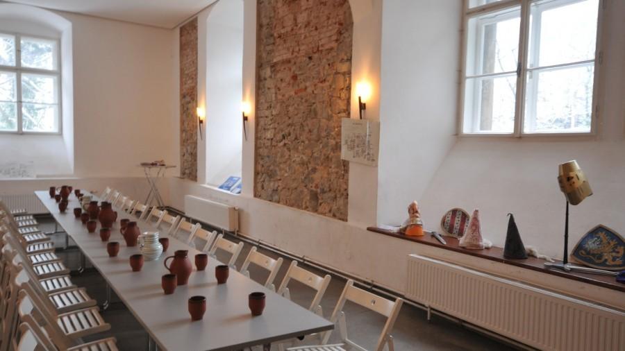 Feiern im Keller von Schloss Rothschild.JPG