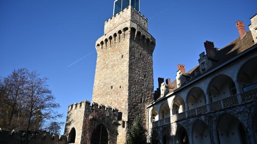 Schlossturm_Schloss Rothschild.JPG
