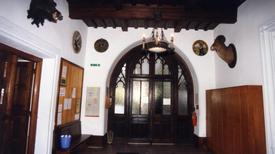 1990 Eingang.jpg