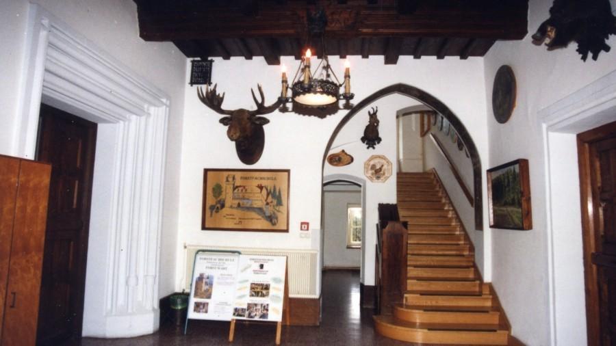 1990 Eingang Aufgang.jpg