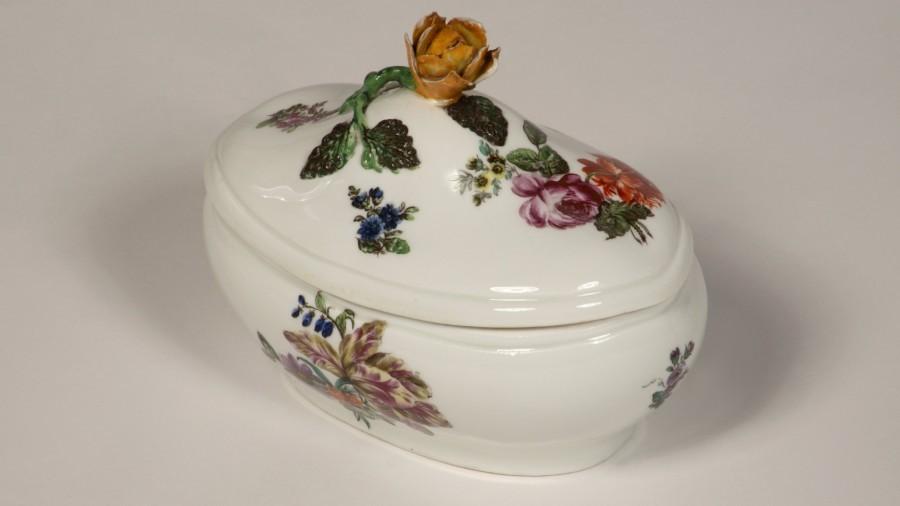 HWY 441 Zuckerdose Porzellan Rosenmotive.jpg