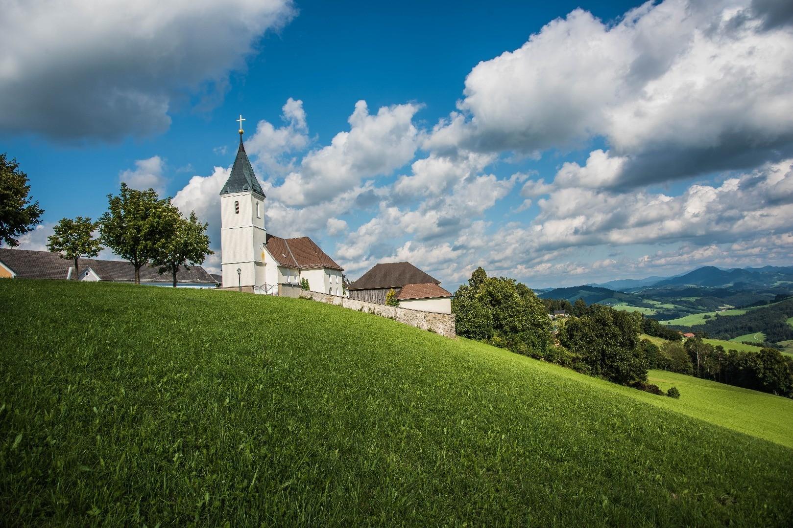 St. Leonhard_Kirche.jpg